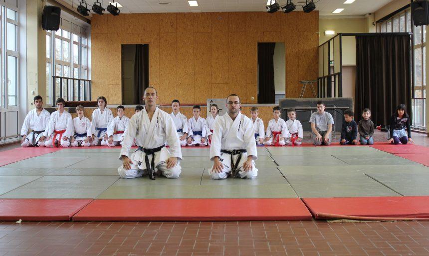 """Démonstration de karate à la """"Journée sportive"""" de la commune d'Evere"""